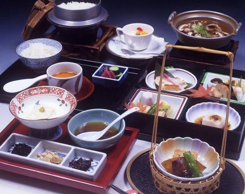 季節の風流を味わう 昼食御膳「千の絢」