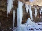 1月13日氷柱少ないツバメ岩