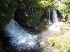 4増水で飛沫に虹かかる龍頭の滝
