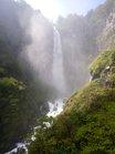 5水しぶきに包まれる華厳の滝