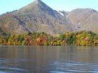 色づく八丁出島と社山