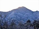 雪の鳴虫山1104M